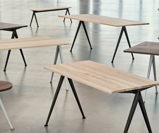 HAY Pyramid Table 01 - Skrivebord - 140x65cm - Sort / Eg Matlak